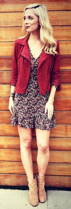 40 Outfit Ideas For Winter Red Jacket / Flower Print Dress / Camel Suede Booties Winter Mode Outfits, Trendy Fall Outfits, Winter Fashion Outfits, Red Suede Jacket, Black Leather Leggings, White Faux Fur Coat, Mode Blog, White Skinny Jeans, Sweet Dress
