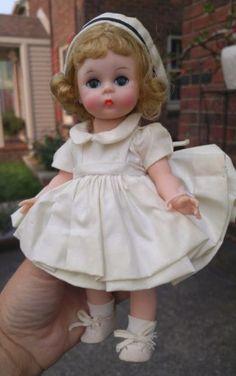 Vintage-Madame-Alexander-Nurse-doll-Alexander-kins-New-York