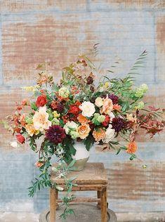 Nei matrimoni di Ottobre, per bouquet e decorazioni non c'è fiore più adatto della Dalia, con i suoi intensi colori abbinati alle calde nuances dell'autunno