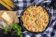 Everyone needs a go-to Shrimp Scampi and Linguine recipe! The best part about this one? It is delicious and only takes 25 minutes to whip up. Easy Fish Recipes, Yummy Pasta Recipes, Top Recipes, Shrimp Recipes, Clean Recipes, Cooking Recipes, Clean Meals, Noodle Recipes, Recipies