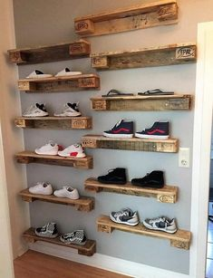 Home decor is incomplete without the super stunning pallet wall shelves ideas. The pallet wall shelves ideas leave no stone unturned in boosting up the appeal of your home. Pallet Wall Decor, Pallet Wall Shelves, Diy Pallet Furniture, Diy Pallet Projects, Pallet Ideas, Pallet Sofa, Pallet Wall Bedroom, Unique Wood Furniture, Pallet Display