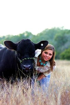WHAAT?!?! NOOOOOOO!!!! DON'T POSE WITH THE COW!! GAAAAHH! THIS IS SO SCARY!!