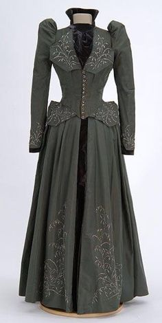 Beaded Grey Wedding Dress, 1891 Gray dress is trimmed with silver beads. Worn by Martha English Berry for her July wedding? Attributed to dressmaker Mary Molloy, St. 1890s Fashion, Edwardian Fashion, Vintage Fashion, Antique Clothing, Historical Clothing, Historical Society, Historical Dress, Vintage Gowns, Vintage Outfits