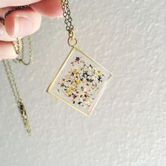 I'm so happy I got to meet Stephanie of in Chicago when she came by my booth and am now so happy to have one of her pieces. She presses dyes and cuts Queen Anne's Lace blooms to make her tiny flower mixes and I'm in love! by poppyandfern Cute Jewelry, Diy Jewelry, Jewelry Box, Jewelery, Jewelry Accessories, Jewelry Making, Resin Crafts, Diy Crafts, Bijoux Diy