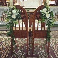 Antique statement English church wooden chairs with a white rose bouquet and green leafy wreaths Church Pew Decorations, Church Wedding Decorations, Decor Wedding, Wedding Bible, Catholic Wedding, White Rose Bouquet, White Roses, White Weddings, Real Weddings