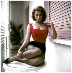 Listen to music from Sophia Loren like Ti Ein Afto Pou To Lene Agapi (Boy On a Dolphin), Zoo Be Zoo Be Zoo & more. Find the latest tracks, albums, and images from Sophia Loren. Vintage Beauty, Look Vintage, Hollywood Glamour, Old Hollywood, Hollywood Icons, Trash Film, Most Beautiful Women, Beautiful People, Absolutely Stunning