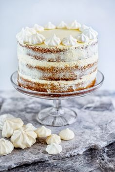Gingerbread cake with cinnamon cream cheese frosting | supergolden bakes
