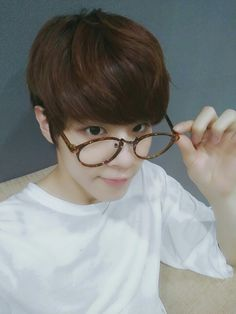 [Twitter]160714 UP10TION [ #WOOSHIN ] In the middle of design U10TV... Hello I'm Wooshin the new employee @-@ (Clever concept)