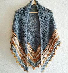 Mooie kleurcombi voor Crochet Sunday Shawl by The Little Bee Crochet Shawls And Wraps, Crochet Scarves, Crochet Clothes, Crochet Hooks, Knit Crochet, Crochet Vests, Crochet Shirt, Knitted Shawls, Crotchet