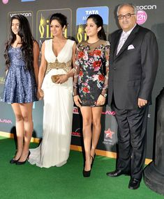 Sridevi and Boney Kapoor with daughters Jhanvi and Khushi on the red carpet at the #IIFA Awards 2014. #Style #Bollywood #Fashion #Beauty