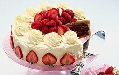 Mary Berry's strawberry cake recipe | GoodtoKnow