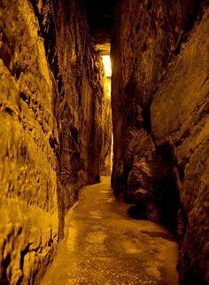 Israel- the tunnels under Jerusalem