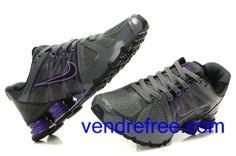 size 40 69f96 73624 Vendre pas cher Femme Nike Shox R4 Chaussures (couleur vamp-noir,violet  interieur-noir,gris,logo et sole-noir,violet) en ligne en France.