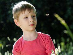 Amerika Birleşik Devletleri'nde her yıl 50 kişi böcek sokması sonucu oluşan alerji nedeniyle hayatını kaybediyor. Türkiye'de her 10 yetişkinden birinde de böcek sokması alerjisi bulunuyor. ...