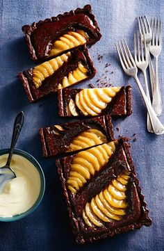 Pear and Chocolate Frangipane Tart Serve this pear and chocolate tart warm, with a side of vanilla ice-cream, and watch your guests swoon with delight. Tart Recipes, Sweet Recipes, Baking Recipes, Jelly Recipes, Köstliche Desserts, Delicious Desserts, Yummy Food, Plated Desserts, Pear Dessert Recipes