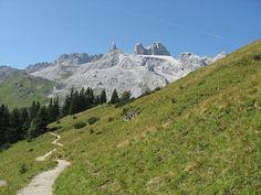 Kerstin Bendel - Traumaussicht bei der Wanderung zur Lindauer Hütte by Illwerke Tourismus, via Flickr