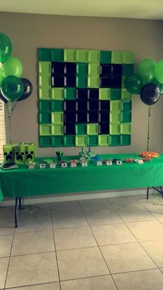 Square paper plate backdrop at a Minecraft birthday party! See more party planni… - Minecraft World Minecraft Birthday Party, 10th Birthday Parties, 8th Birthday, Mine Craft Birthday, Minecraft Cake, Minecraft Crafts, Minecraft Party Ideas, Minecraft Skins, Cake Birthday