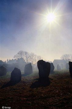 Carnac en France , Bretagne , UNESCO pays d'Obélix ,construction de pierre de menhir qui s'étendent sur 4 km et qui datent de 4000 ans.