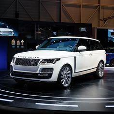 Range Rover SV Coupe live photos: 2018 Geneva Motor Show Range Rover Sv, New Range Rover Sport, Range Rover White, Top Luxury Cars, Luxury Suv, Range Rover Supercharged, Suv Models, Jaguar Land Rover, Suv Cars
