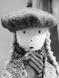 le beret de la poupee lin Bertille  lestoilesblanches.com