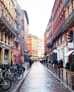Les rues toulousaines ! 😍 Ô Toulouse ! 🇫🇷❤🚶🏻© Instagram @clementlazuech Clément Lazuech #visiteztoulouse