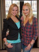 Marieke westenenk uit de beroemde serie het huis anubis, nu te zien in Raveleijn als Lisa Kimberly Klaver uit de beroemde serie Spangas, nu te zien in Raveleijn als Emma