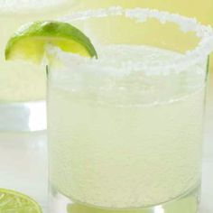 Tart and sweet, this lemon-lime non-alcoholic Margarita Punch is a party favorite and perfect for Cinco de Mayo parties! Tart and sweet, this non-alcoholic Maybe Margarita Punch is the perfect party punch for Cinco de Mayo or even just taco Tuesday! Punch Margarita, Non Alcoholic Margarita, Alcoholic Punch Recipes, Non Alcoholic Cocktails, Alcohol Drink Recipes, Margarita Recipes, Pink Lemonade Margarita, Virgin Margarita, Punch Drink