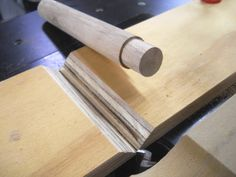 Round Tenon Milling Jig / Gabarit pour façonner des tenons ronds Round Tenon Milling Jig / Template to shape round studs - Atelier du Bricoleur (carpentry)… . Used Woodworking Tools, Woodworking Workshop, Woodworking Techniques, Woodworking Furniture, Woodworking Crafts, Woodworking Plans, Woodworking Jigsaw, Youtube Woodworking, Woodworking Machinery