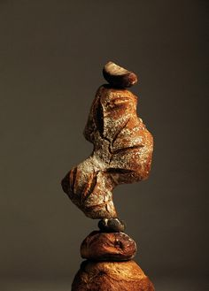 Balancing bread in Apartamento de Ana Dominguez et Omar Sosa / food art