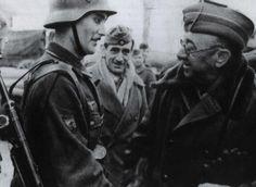 General Moscardó visitando a la División azul, saludando a uno de los falangistas mas preeminentes de la división, el sargento Luis Nieto, q...