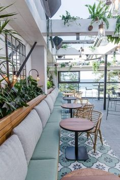 Sydney Rooftop Bars to Hit This Summer Outdoor Restaurant Design, Decoration Restaurant, Deco Restaurant, Rooftop Restaurant, Restaurant Interior Design, Pub Decor, Coffee Shop Interior Design, Coffee Shop Design, Cafe Design