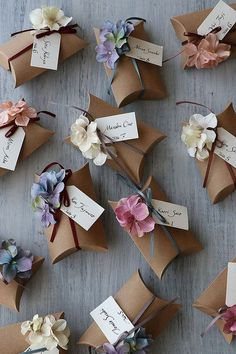 Creative gift wrapping - floral welcome gift newclientwelcomepacket newclientwelcomegift clientgift – Creative gift wrapping Diy Gifts For Girlfriend, Diy Gifts For Mom, Diy Gifts For Friends, Boyfriend Gifts, Handmade Gifts For Boyfriend, Fun Gifts, Creative Gift Wrapping, Creative Gifts, Wrapping Ideas