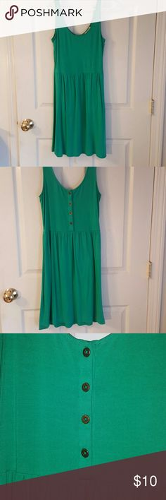 Kenar Sleeveless Dress Emerald Green Beautiful Green color, buttons in back, 4% spandex so its stretchy and comfortable! Kenar Dresses Midi