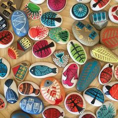"""Beautiful paintings on stones by Füsun Aydınlık Stone Crafts, Rock Crafts, Diy Home Crafts, Arts And Crafts, Pebble Painting, Pebble Art, Stone Painting, Rock Painting Patterns, Rock Painting Designs"