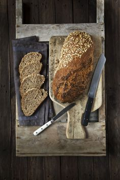 Grovt superbrød er et ekstra sunt og grovt brød med byggryn, helkorn, rug, fullkornshvetemel, havregryn, kruskakli, linfrø, sesamfrø og solsikkefrø. Ramin Karimloo, Sierra Boggess, Idina Menzel, Banana Bread, Scones, Clean Eating, Rolls, Snacks, Baking