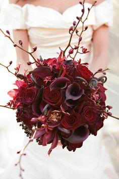Bouquet in red. Great arrangement for my wedding planning friends.