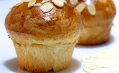 Here is a recipe for Tsoureki muffins. the Greek Easter bread in muffin form. Greek Sweets, Greek Desserts, Greek Recipes, Cupcakes, Tsoureki Recipe, Vasilopita Recipe, Greek Easter Bread, Muffins, Greek Cooking