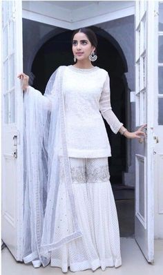 Sarara Dress, Nikkah Dress, Pakistani Formal Dresses, Pakistani Dress Design, Dress Suits, Pakistani Fashion Party Wear, Pakistani Wedding Outfits, Ethnic Outfits, Indian Outfits