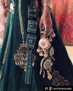 Trending Latkan Designs For Blouse & Lehenga That Are Sure To Glamourize Your Bridal Look! Indian Bridal Outfits, Indian Fashion Dresses, Indian Designer Outfits, Pink Fashion, Indian Bridal Lehenga, Trendy Fashion, Style Fashion, Blouse Lehenga, Blouse Dress