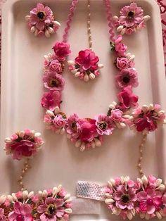 I love this type of flower jewellery for haldi