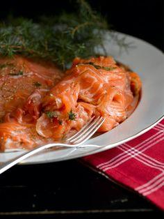 Graavilohi – joulupöydän kestosuosikki Fish Dishes, Yams, Japchae, Retro, Thai Red Curry, Nom Nom, Good Food, Food And Drink, Chicken