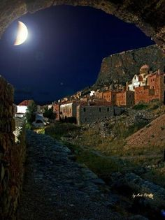 The Medieval Town of Monemvasia under Full Moon,Greece.think full moon when going to Greece. Beautiful Moon, Beautiful World, Beautiful Places, Stars Night, Moon Stars, Empire Ottoman, Espanto, Shoot The Moon, All Nature
