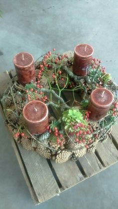 - New Ideas Christmas Advent Wreath, Christmas Candle Decorations, Xmas Wreaths, Christmas Holidays, Christmas Crafts, Nature Decor, Decoration Table, Christmas Pictures, Merry Xmas