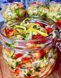 Sałatka z cukinii- do słoików Najpyszniejsza jaką jadłam! Kolorowa sałatka na zimę z cukinią i papryką w roli głównej, w zalewie octowej. Smakuje tak samo rewelacyjnie jak wygląda :)) Polecam spróbować!   Składniki: 2 kg cukinii 2 cebule 2 marchewki pół kilograma papryki (użyłam żółtej i czerwonej) 4 łyżki soli olej lub oliwa- około … Salad Recipes, Vegan Recipes, Cooking Recipes, Good Food, Yummy Food, Best Food Ever, Food Design, Vegetable Recipes, Food Inspiration