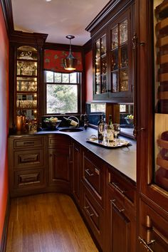 Heidi Piron Design and Cabinetry - Butler's Pantry.. I just love the idea of this butlers pantry, especially for entertaining