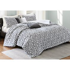 Belcourt Black 7 Pc Queen Upholstered Bedroom Find affordable Queen Bedroom Sets for your home that will complement the rest of your furniture. Luxury Bedding Collections, Luxury Bedding Sets, Queen Bedroom, Bedroom Sets, Madison Park Bedding, Rooms To Go Furniture, Window Bed, Window Seats, Affordable Bedding