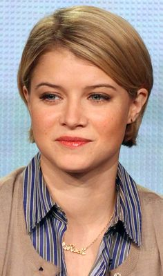 Short hairstyles are flattering to any face shape when they are styled appropriately. Here are amazing cool hairstyles for short hair you get to know. Dress Hairstyles, Short Bob Hairstyles, Cool Hairstyles, Layered Hairstyles, Haircuts, Short Hair With Layers, Short Hair Cuts, Short Hair Styles, Professional Hairstyles For Women