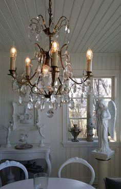 Vita Lyckohem: Kristallkrona. My chandelier !