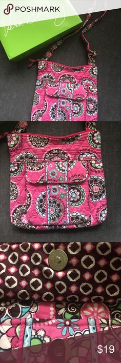 "RETIRED VERA BRADLEY 🎂 HIPSTER CUPCAKES PINK 🍰 Retired Vera Bradley Hipster / crossbody in very good/excellent pre-loved condition. Meaning, I could not find any notable flaws, it's just not new 😁 Convenient and versatile in the super fun Cupcakes Pink fabric. Measures approximately 10.5""x10.5"". Comes from a smoke free home 🏡 Bundle & save! Vera Bradley Bags Crossbody Bags"