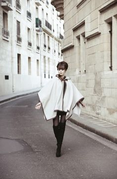 Miss Pandora cape photo set @ Le Blog de Sushi